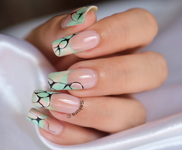 NAIL ART FRENCH ABSTRAITE 5